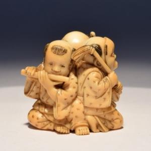 """""""Netsuke"""" en ivoire, sculpte par Tomomasa, au XVIIe siecle (c) """"Nohara Japanese Art"""""""