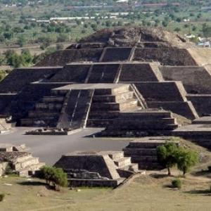 Site des pyramides meso-americaines de Teotihuacan, edifiees par les Mayas