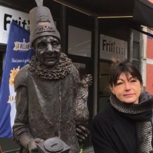 """Le """"Molon"""" et sa sculpteuse namuroise Vinciane Renard (c) Christine Pinchard"""