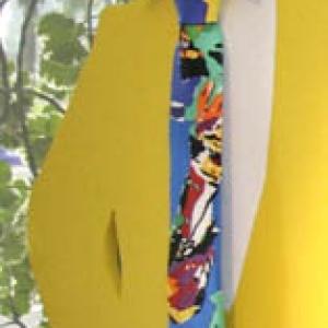 Une cravatte en soie peinte par (c) Luis Salazar