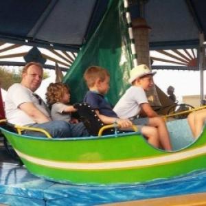 Le manege des bateaux, present depuis la 1ere edition, attirant les enfants de tous ages