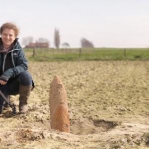 En tournage, Isabelle Masson-Loodts, archeologue, auteure, cineaste et journaliste