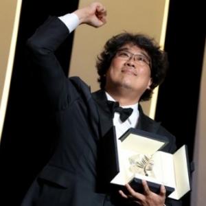 """Bong Joon-ho, laureat de la """"Palme d Or"""" du 72e """"Festival de Cannes"""", pour """"Parasite"""""""