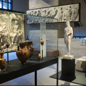 """Une interessante collection permanente d antiquites (c) """"Musee L"""""""
