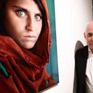 "Sharbat Gula & Steve McCurry (c) Steve McCurry & ""Paris-Match"""