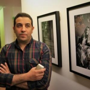 "Naime Merabet, devant sa photographie de sa grand-mere (c) Baziz Chibane/""La Voix du Nord"""