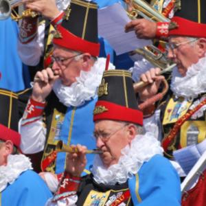 """La """"Societe Royale Moncrabeau"""" et quelques-uns de ses """"40 Molons"""" (c) """"Visit Namur"""""""