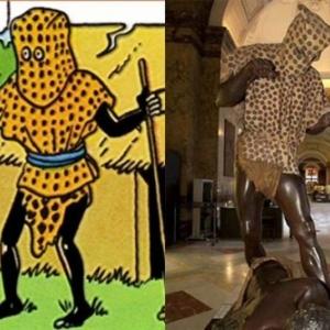 """Extrait 1ere Case/p. 31-version en couleurs/p.54-versions N/B et colorisee (c) Herge-Moulinsart 2019 et ancienne presentation, a Tervuren (c) """"Africa Museum"""""""