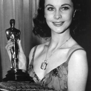"""Vivien Leigh, """"Oscar de la meilleure Actrice"""", en 1939, pour """"Autant en emporte le Vent"""""""