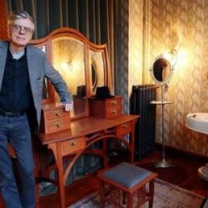 """Francois Schuiten dans une des Pieces de la """"Maison Autrique"""" (c) Bauweraerts/""""La Libre"""""""