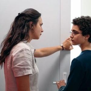 """Avec sa Professeure, a qui il refuse de serrer la main, dans """"Le Jeune Ahmed"""" (Jean-Pierre & Luc Dardenne)"""