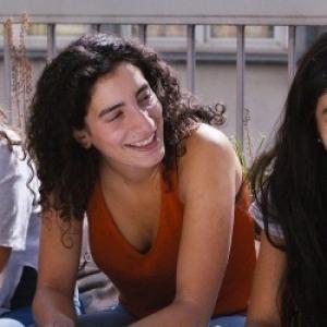 "Ouverture/Competition internationale  : Hafsia Herzi, Lina et Mouna Soualem, dans ""Tu merites un Amour"" (Hahsia Herzi)"