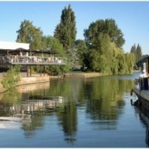 """Le """"Restaurant de la Plage d Amee"""", a Jambes, en bord de Meuse, gere par la """"Maison Gersdorff"""""""