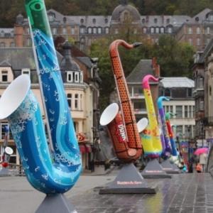 Les Saxophones geants du Pont Charles de Gaulle