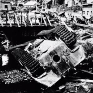 """""""Houffalize se souvient"""". Pont route de La Roche 1945"""