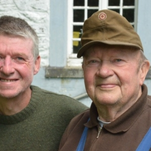 Jean Mottel et son fils. Meunier de 1960-1971 au Moulin de Cherain-6194