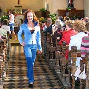 Defile au sein de la chapelle de RENDEUX du 2 octobre 2004 - photo 117