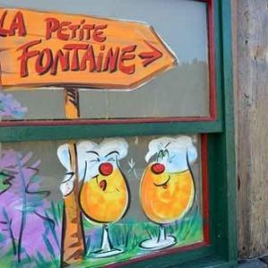 Achouffe peinture sur vitrine printemps