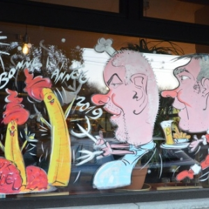 caricature sur vitrine de NOEL Belgique