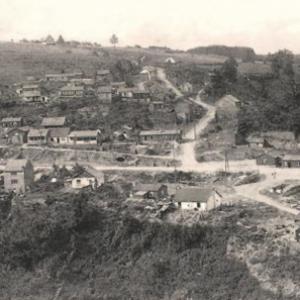 Houffalize place du Roi Albert . 1945