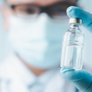 Morts avec le vaccin AstraZeneca, Pfizer et Moderna. Combien de morts causées par les vaccins expérimentaux ?