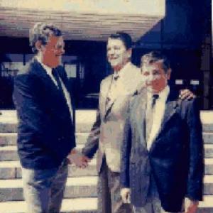 photo de Marcel Massen, Ronalds Reagan, et le gouverneur Jacques Planchard (mort il y a peu).