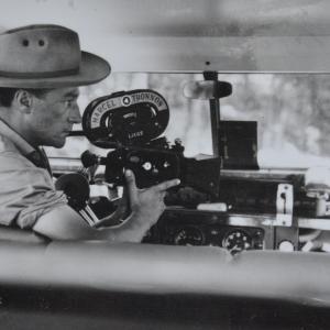 Marcel Thonnon en Afrique en 1953 filme avec une caméra 35 mm Arriflex