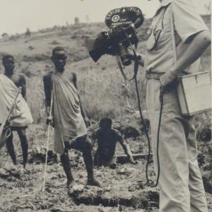 Marcel Thonnon au Rwanda le 28 décembre 1956 chez les Pigmés Bambouti