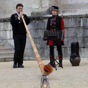 Duo Rachel et Mario né avec du chant et du cor des Alpes.