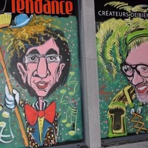 """Di Rupo en """"clown, Lu « Long-Ramon » (long balai)"""" et le coiffeur en  """"Lu Haguète"""" costume aux couleurs jaune,vert,noir de Malmedy,"""