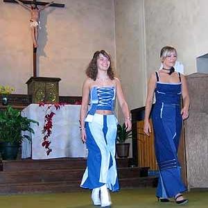 Defile au sein de la chapelle de RENDEUX du 2 octobre 2004 - photo 135