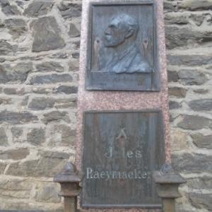 """La partie """"bronze"""" du monument (cenotaphe?) de Jules Raeymaekers"""