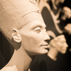Nefertiti_Genealogie_Decor_ExpoToutankhamon(c)EuropaExpo.jpg Nefertiti, généalogie, Décor © EuropaExpo