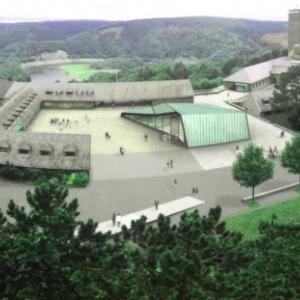 """La place des Aigles ( """"Adlerhof """") et le centre des visiteurs"""