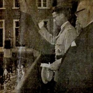 Le Roi au balcon de l'hotel de ville