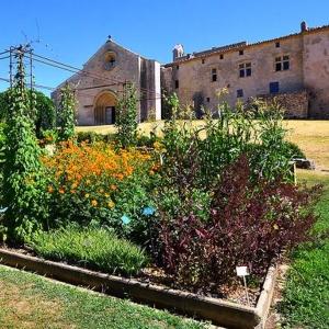 10 Autour de Mane, entre château, prieuré et jardins
