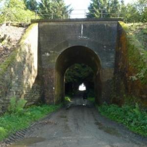 Le tunnel sous la voie ferree devenue voie RAVel
