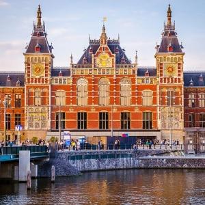 1) Amsterdam-Centraal (Pays-Bas)