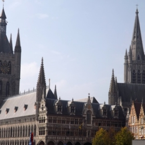 Beffroi, Halle aux draps et Cathédrale  St Martin