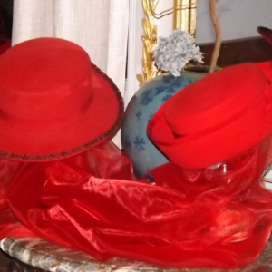 Les chapeaux de Maria exposés à la Maison Villers