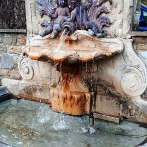 20. La Fontaine de la rue Mallar ( rue Léopold Mallard à 4802 Heusy )  ( photo F. Detry )
