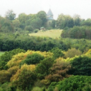 Les ruines de l'eglise de Wollseifen ( village evacue pour amenagement du camp )
