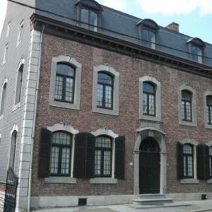 Une des plus belles maisons d Olne  ( XVIe siecle ? ). Elle appartient depuis 1882 a la famille de l actuelle proprietaire, Madame Coeme.