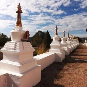 Rangee de stupas