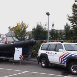 le bateau de la police des voies navigables