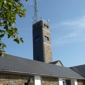 La tour du Signal de Botrange construite en 1932 ( 24 m de haut soit sommet à 718 m au-dessus du niveau de la mer ( photo O. Servais )