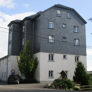 L'ancien internat transformé en de nombreux appartements.