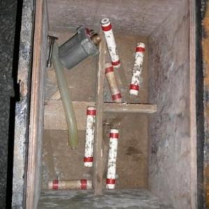 Cartouches de dynamite et detonateur