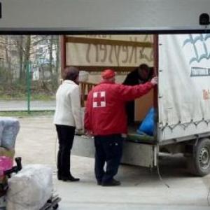 Dechargement des dons ( Photo J. Blavier )