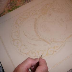 Dorure : Sur les parties ou il aura de l' or, on doit appliquer de la mixtion a dorer au pinceau. Le temps de sechage varie en fonction de la mixtion qu'on emploie.